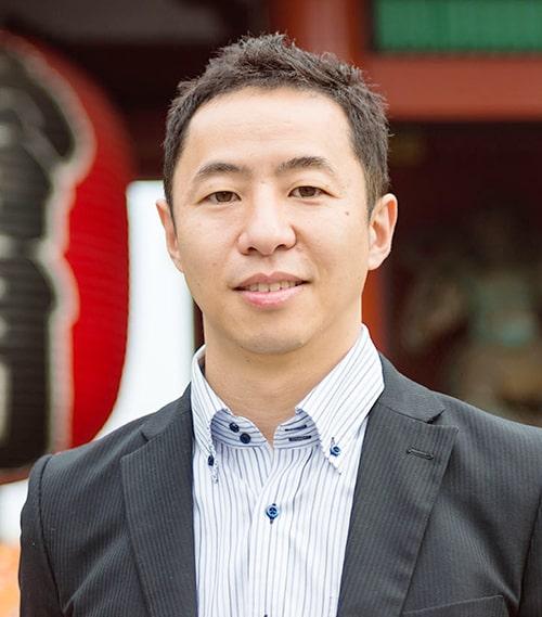 吉田 博詞(Yoshida Hiroshi)氏 2013年、株式会社地域ブランディング研究所を設立。代表取締役。学生時代より地域活性化に尽力。信金中央金庫 インバウンド専門アドバイザー、一般社団法人日本インバウンド連合会(JIF)幹事など数々の専門委員を務めている。